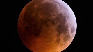 НАСА купува материал от Луната за $1