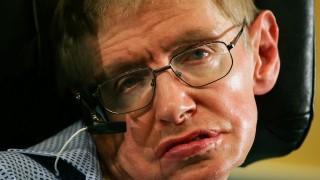 Великобритания пуска монета с лика на Стивън Хокинг