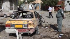 Около 100 загинали и десетки ранени след мощна експлозия в джамия в Афганистан