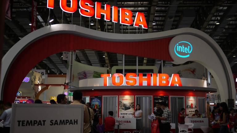 Toshiba отчита първа тримесечна оперативна загуба от близо 4 години
