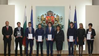 Радев горд от постиженията на младите учени у нас