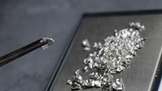 Един от най-редките благородни метали поскъпва рекордно
