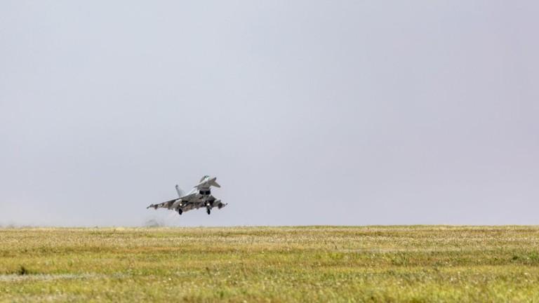 Британски изтребители прогониха руски самолет от въздушното пространство на НАТО в Черно море
