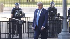 """""""Туитър"""" блокира видео на Тръмп за Джордж Флойд заради авторски права"""