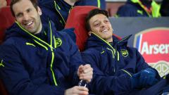 Шефовете на Арсенал с последен опит да задържат Йозил