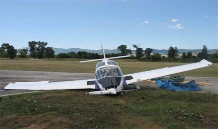 """Инцидент с учебен самолет на летище """"Приморско"""""""