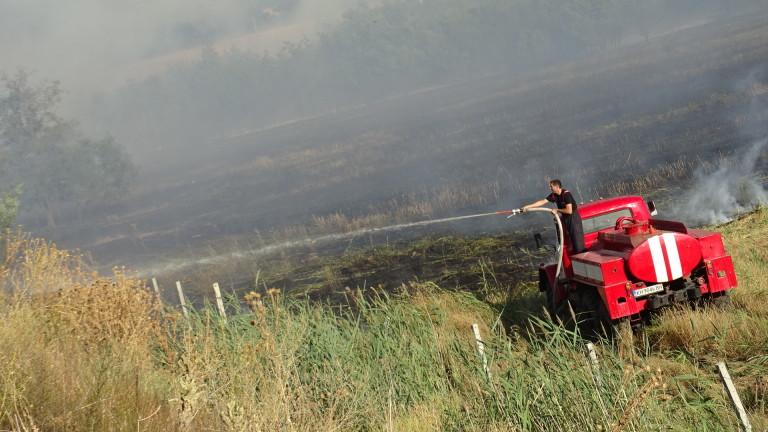 Кугър трети ден гаси пожара в Рила