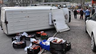 18-годишен преобърна микробус с колбаси в Хасково