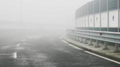 Пътните настилки са предимно мокри, частично заледени и обработени