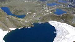 Доброволци почистват Седемте рилски езера