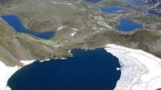 Eколози протестират край езерата в Рила