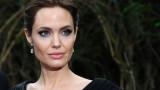 Анджелина Джоли отново е руса
