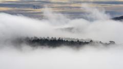 Мъгли в низините, слънце в планините