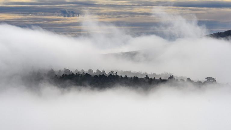 Мъгла и облаци в понеделник