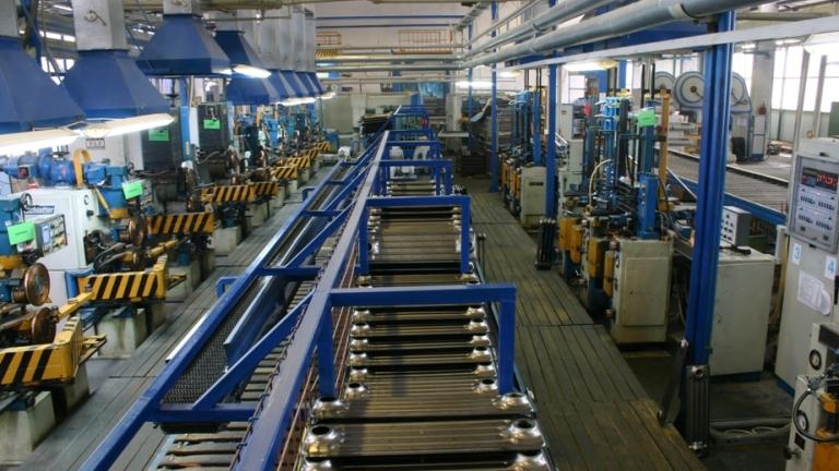 Китайските заводи се изправят пред втора шокова вълна
