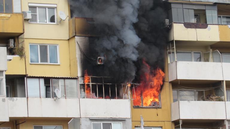 Психично болен запали жилищен блок в Кюстендил, предаде bTV. За