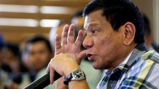 Взрив уби 12 души в родния град на президента на Филипините