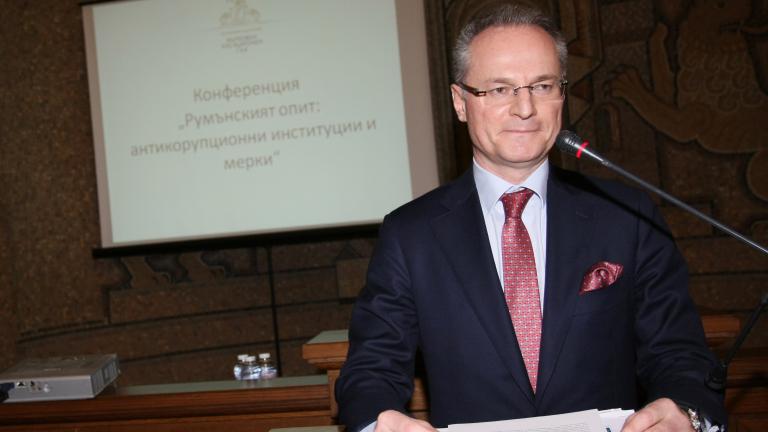 Липсата на кворум отложи с час избора на съдиите за ВСС
