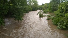 Река Струма потече с червени води в Перник