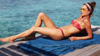 Още горещи снимки от почивката на Алесандра Амброзио