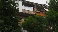Детето, което падна от 8-ия етаж, се подобрява