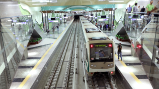 Мароканец заплашва с нож младеж в столичното метро