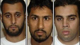 Признаха за виновни 3-ма, планирали да взривят самолет през 2006 г.
