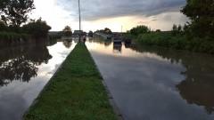 Буря опустоши улици и наводни Лом