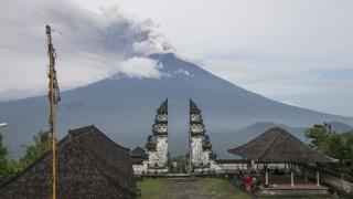 Валутата на най-голямата икономика в Югоизточна Азия се срина