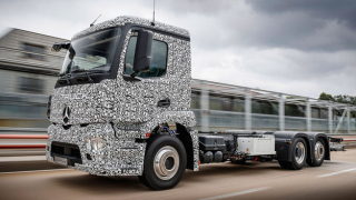 Mercedes показа първия в света електрически тежкотоварен камион (ВИДЕО)