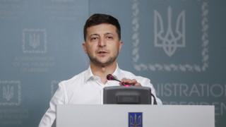 Владимир Зеленски пести пари от военния парад