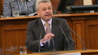 """Москов и Кърджалиев """"премериха документи"""" на парламентарната трибуна"""