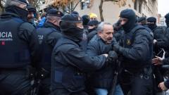 """Сблъсъци между протестиращи и полиция в Каталуния заради """"кражба"""" на религиозни артефакти"""