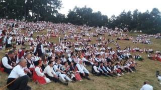 Българският дух в обичаи, ритми и багри се възражда на фестивала в Жеравна