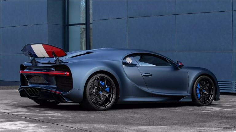 Снимка: Bugatti отбеляза 110-ия си рожден ден със суперкола във френски цветове