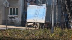 Двама непълнолетни задигнаха камион и го зарязаха заклещен между ел. стълб и ограда
