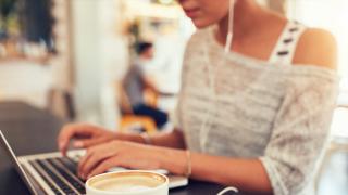 Жените предпочитат социалните мрежи, мъжете обичат новинарски сайтове
