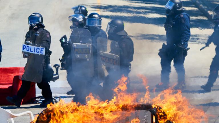 Френски шофьори блокират пътища в страната в протест срещу политика