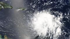 """""""Дориан"""" прерасна в ураган"""