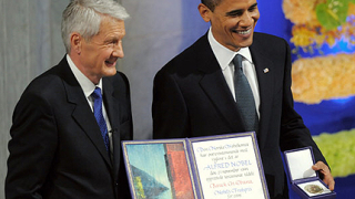 Обама оправда войната, взимайки Нобела