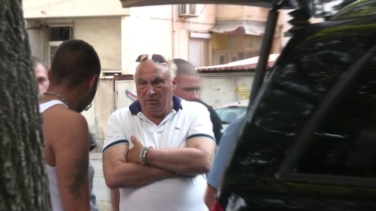 Цар Киро с ново обвинение - за плюене и душене на журналисти