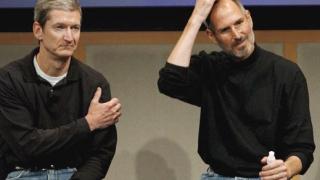 Стив Джобс се оттегля от оперативна работа в Apple