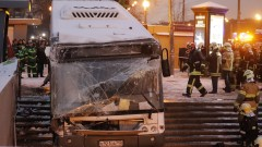Автобус се вряза в пешеходен подлез до московското метро