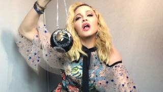 Една от най-редките снимки на Мадона