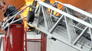 Пожар изпепели склад на едро в Слънчев бряг