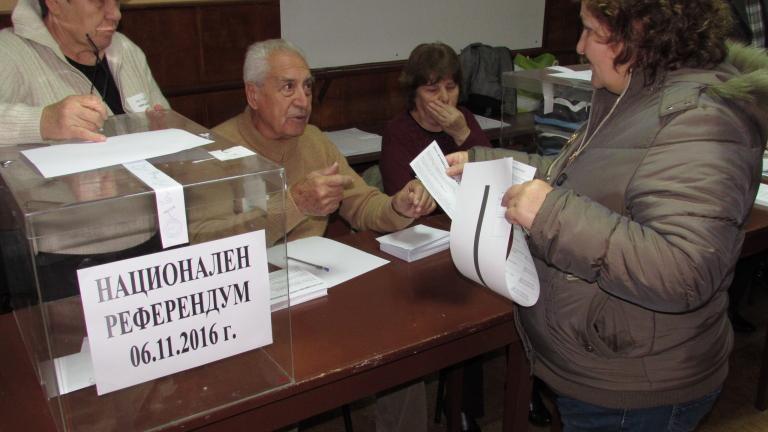 В 44 секции повторно броят бюлетини и пликове за референдума