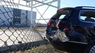 Подрастващи изпочупиха 16 коли в Шумен