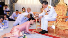 Новата кралица на Тайланд: От стюардеса до бодигард и кралския двор