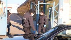 """Полиция и здравни власти блокираха базар """"Илиянци"""""""