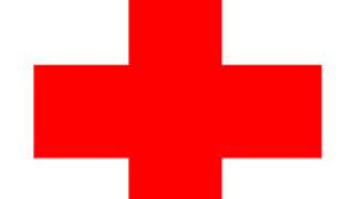 БЧК раздава помощи на евакуираните при пожара в Тополовград